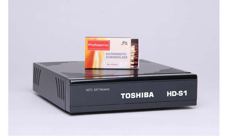 toshiba hdtv sat receiver hd s1 im kleinformat f r fernsehr ckwand pc magazin. Black Bedroom Furniture Sets. Home Design Ideas